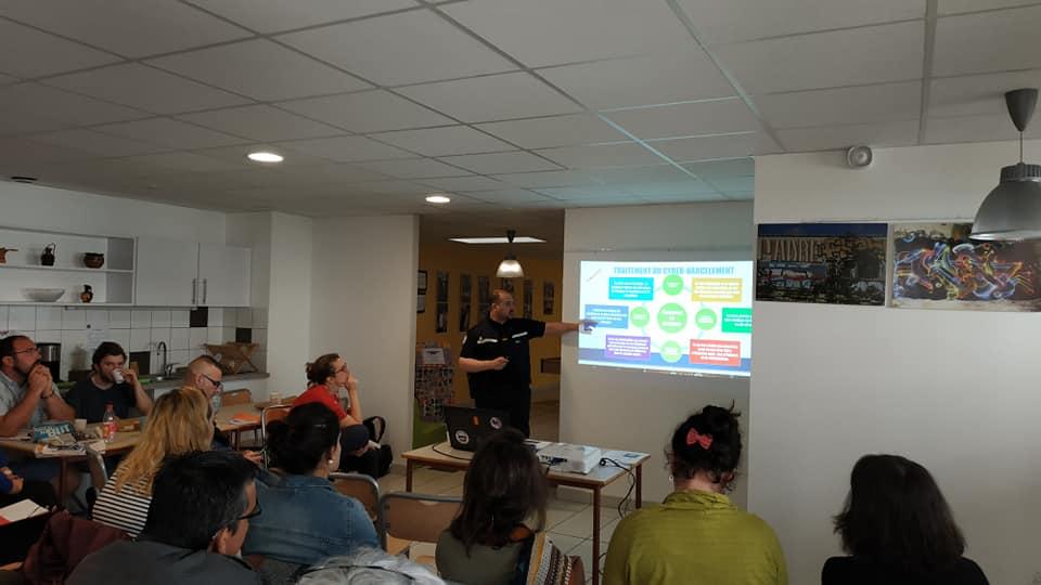 Cyberharcèlement et supports numériques ludiques au programme du réseau « Promeneurs du Net »